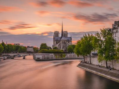 PARIS 75004, at the heart of the island Île Saint-Louis, Notre Dame area, rare opportunity for this Duplex offering 6 rooms (4 bed - 2 bath) of 162m2: 80m2 + 82m2 on each floor (VT 360 & floor plan available), bright & calm with optimized space, situated on the ground floor of a 17th century building (1635), surrounded with Paris monuments, the Seine river and fashionable terraces.