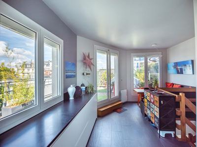 Boulogne Billancourt 92100, à 300m du centre ville, duplex 4 pièces (T4) de 78m2 avec superbe terrasse panoramique de 38m2, dernier étage - Voir visite virtuelle 360 et plan (vidéo sur demande) - traversant, lumineux et sans vis-à-vis.