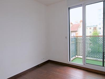 92100 Boulogne, 200m from the centre Les Passages, beautiful family flat (T4) of 100sqm with balcony of 8sqm, (see map, virtual tour 360, video on request) double-exposure, quiet and bright, 4 rooms. Ready to move in, very well distributed, on fourth floor with lift, in a luxury building built in 2004.
