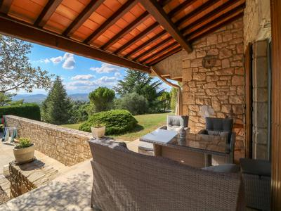 Stunning villa (240 m²) mainly on the ground floor on the hill with amazing views over the Cévennes national park, very spacious garage (8 cars), great garden (3800 m²) with olive trees and heated swimming pool, above medieval town Barjac.