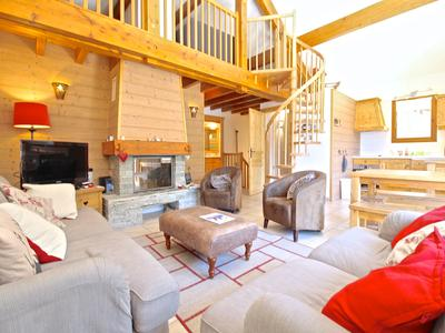 Beautiful detached 4-bedroom ski chalet. Rare opportunity for this exclusive location in the village of Vaujany. 175 meters from the main cable car linking to Alpe d'Huez.