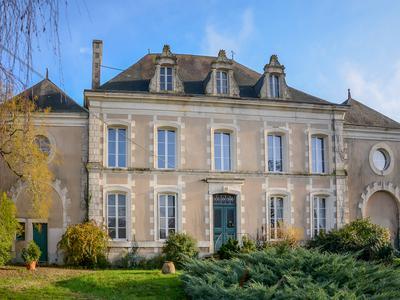 chateauin BENASSAY