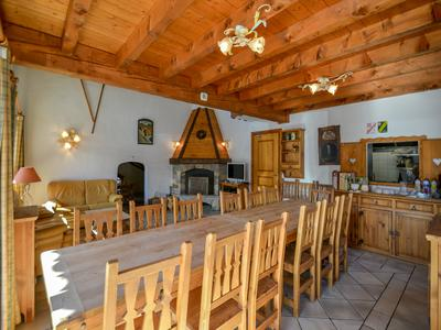 Brilliantly located, Ski-In* private chalet with 8 ensuite bedrooms.  Large 263m2 chalet in central Meribel very near the chairlift and slopes.  Also a development opportunity with adjoining land for sale. VIRTUAL VISITS AVAILABLE ON REQUEST