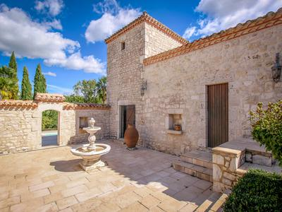 Impressive stone property with main house and pigeonnier, maison d'amis and two further pigeonniers laid out around 2 interior courtyards, with swimming pool