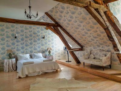 Somptueux manoir du XVIIIe siècle, six chambres, piscine, maison à rénover, grange. Proche de beaux villages.
