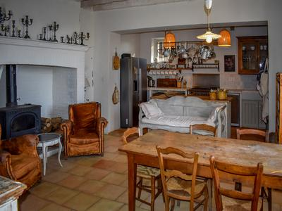 Featured in the Sunday Telegraph, this stylish and elegant Maison de Maitre has been lovingly restored and is currently used as a second home but would also be a stunning full-time home. Set among the vineyards near Cordes sur Ciel and Albi.