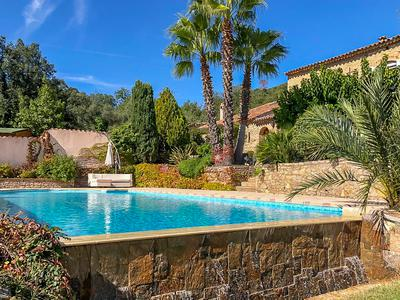 Superb provencal stone Mas, 5 minutes from the beautiful medieval village of Grimaud and beaches of Port Grimaud. 6 bedrooms, Swimming pool, Guest house