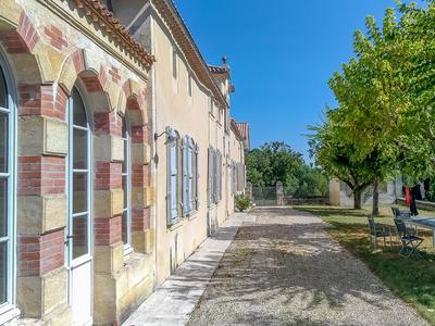 15 HECTARES UNDER COTES DE BOURG AOC: AMAZING VIEW ON VALLEY : VERY BEAUTIFUL PROPERTY