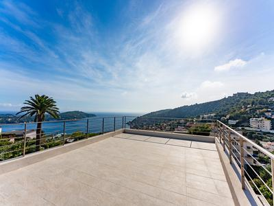 Col de Villefranche - Contemporary 4/5 bedroom 240m2 villa with gorgeous sea view, pool, terraces, newly constructed with high quality finishings