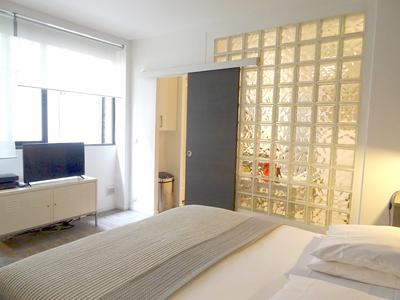 Paris 75003 - Le Marais/Archives, an apartment of 55m2 with Commerciality, arranged in 2 suites of 28m2 each for hotel accommodation, well located, good profitability, ground floor on a quiet court, near the banks of the Seine. Ideal investment, Parisian base or liberal profession (see Map&360° view)