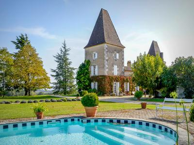 Absolutely gorgeous, incredibly authentic 18th-century Château in the most glorious location, what more could you wish for?