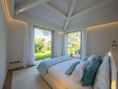 Saint-Tropez - Above Salins beach - Contemporary villa - 5 bedrooms -