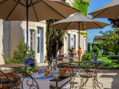 Superb château hôtel 4*with gastronomic restaurant located in one of the most beautiful bastide from 13th century in the Dordogne-Périgord.