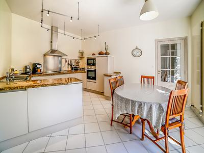 GRANVILLE - Sublime 400sqm property in the heart of the Town Centre of Granville minutes away from the beaches and all amenities