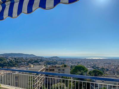 Dernier étage Nice, 5p de 135m2 avec une vue mer exceptionnelle, Nice et la Baie des Anges, 2 terrasses, caves et garage. Video disponible sur demande.