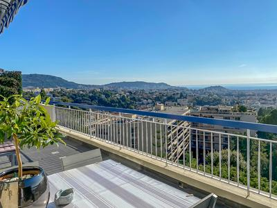 Nice TOP FLOOR, 5p of 135m2 with an exceptional view of Nice, sea and the Bay of Angels, 2 terraces, cellars and garage. Video Available on request.