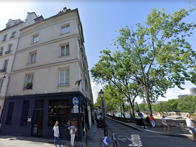 PARIS 75004 - Former famous 18thC Cabaret Franc-Pinot AVAILABLE NOW - On Quai de Bourbon, at the heart of the island Ile Saint Louis, rare opportunity for this commercial unit of 165 m2 and 100-150 people capacity, with 10 m linear (classified) shop front on quayside, in a historic 17th C building on the Seine river bank, between Marais and Notre Dame. Parisian nightlife landmark.