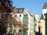 Paris 75003 - le Marais - Baigné de lumière, avec vue imprenable sur le Panthéon, un superbe appartement d'angle de 46m2, de 2 Pièces, au 5è et dernier étage avec Asc, proche des Musées, de la place des Vosges et des quais de Seine. Idéal base parisienne, profession libérale ou location meublée