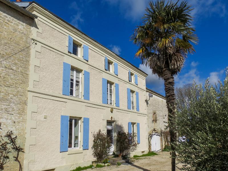 Maison à vendre à DAMPIERRE SUR BOUTONNE(17470) - Charente Maritime
