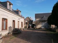 French property for sale in CINQ MARS LA PILE, Indre et Loire - €305,000 - photo 7