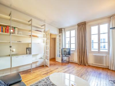 Paris 75004, In the heart of Ile Saint Louis/Quartier Notre Dame, Quai de Bourbon, nice asset for this one bedroom property, 51m2, in good condition and absolutely quiet , North exposure. On the 3rd and last floor of elegant 17th century building. Ideal Parisian Pied à Terre.