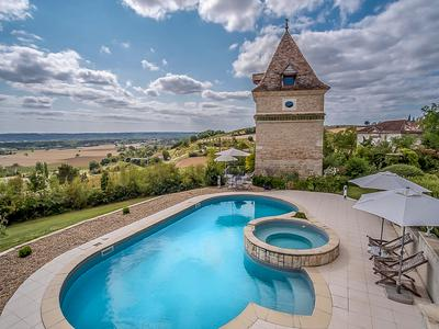 Magnificent Mansion and Pigeonnier entirely renovated with heated pool dominating the Garonne valley