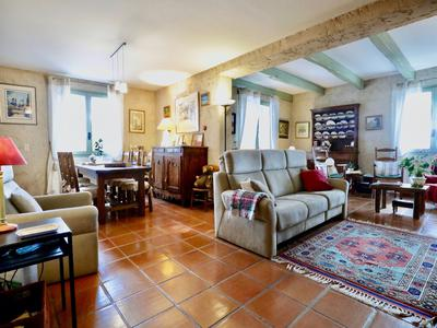 Between Manosque and Valensole: Rare for sale…. An