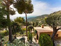 Superbe villa provençale de 167m2 avec piscine, beau jardin en terrasse et vue mer magnifique - 15 minutes à pied du village de Èze, 5 minutes en voiture de Monaco et 20 minutes de l'aéroport de Nice