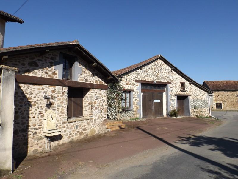 Maison vendre en poitou charentes charente mouzon - Maison renovee savoyarde ciel atelier ...