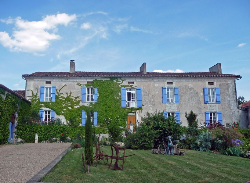 Fabulous Maison De Maitre, Plus 2 Further Houses, Stables, Barns And  Equestrian Menage In The Dordogne.