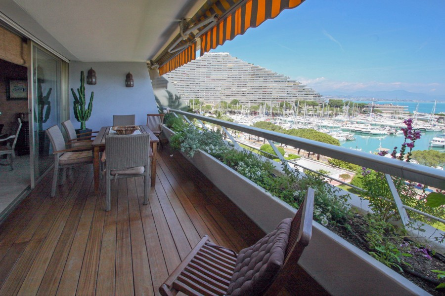 quality 2 bedroom apartment in villeneuve loubet marina baie des anges c tes d 39 azur. Black Bedroom Furniture Sets. Home Design Ideas