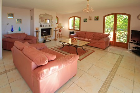 Fayence. Simply superb! Fabulous detached villa with views, pool and 5 double bedrooms.
