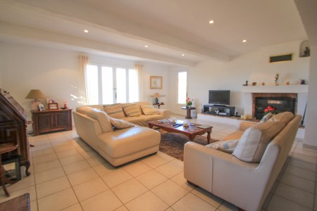 Montauroux. 5 bedroom luxury villa, walking distance into the village centre. Stunning view too.