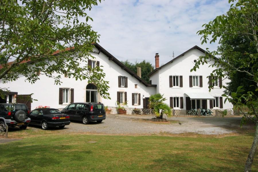 maison vendre en aquitaine landes pouillon deux grandes maisons avec piscine et d pendances. Black Bedroom Furniture Sets. Home Design Ideas