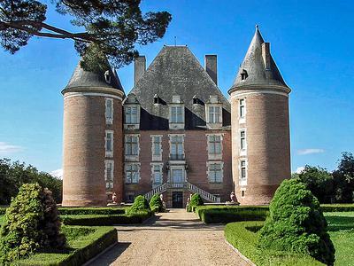 chateauin ST ELIX LE CHATEAU