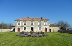 French property for sale in BARBEZIEUX ST HILAIRE, Charente photo 8