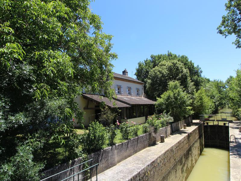 Fantastic House For Sale In Moncrabeau Lot Et Garonne Amazing Download Free Architecture Designs Viewormadebymaigaardcom