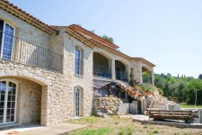 French property for sale in CALLIAN, Var - €861,000 - photo 2