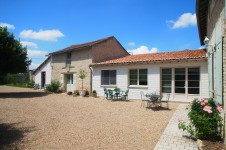 French property for sale in ST CLAIR, Vienne - €199,500 - photo 2