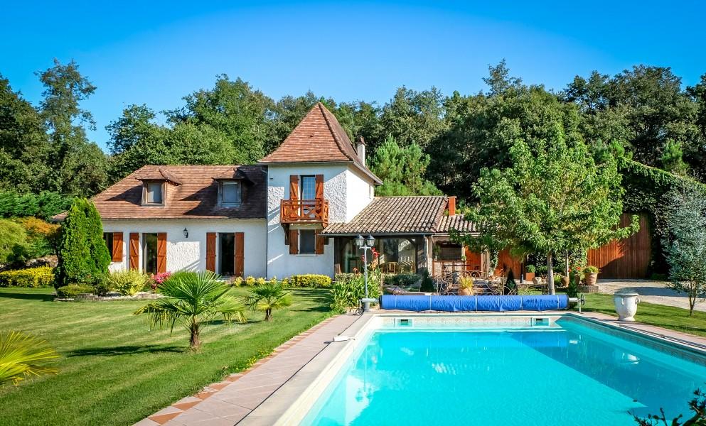 Maison vendre en aquitaine dordogne montpon menesterol for Maison avec piscine dordogne