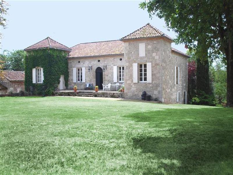 maison vendre en aquitaine lot et garonne agen chartreuse ancienne en pierre avec maison d. Black Bedroom Furniture Sets. Home Design Ideas