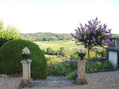 Stately MAISON DE MAITRE in the most beautiful setting you can imagine! BORDEAUX/SAINT-EMILION AREA