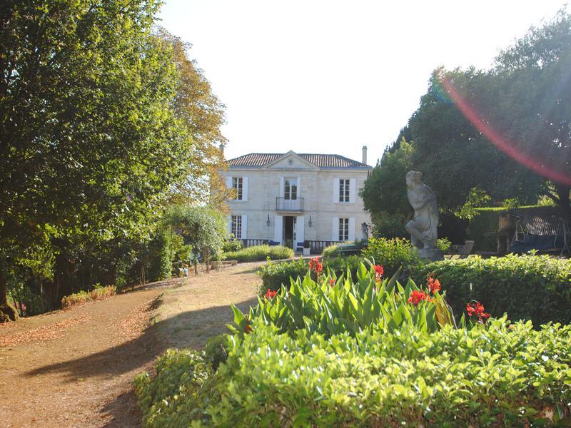 Chateau for sale in st emilion gironde stately maison for Maison de maitre bordeaux