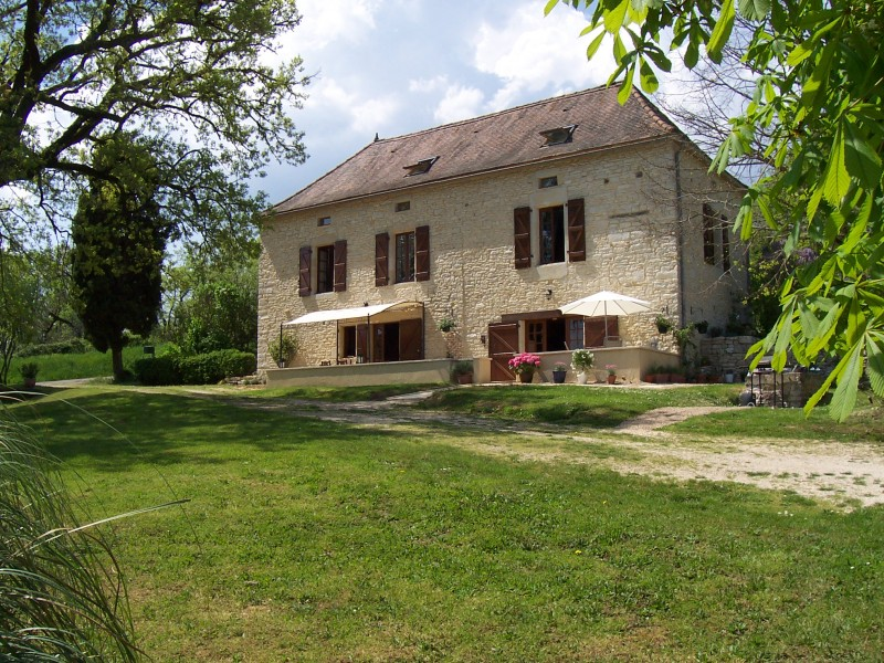 maison vendre en midi pyrenees lot gindou charmante maison en pierre 6 chambres 4 sdbs. Black Bedroom Furniture Sets. Home Design Ideas