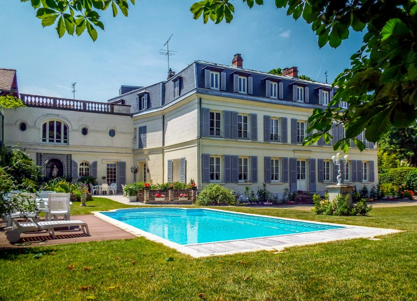 Maison vendre en ile de france val d oise chantilly for Piscine chantilly