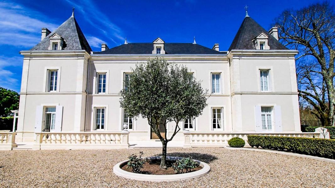 chateau vendre en poitou charentes charente chalais chateau romantique situ dans un parc. Black Bedroom Furniture Sets. Home Design Ideas