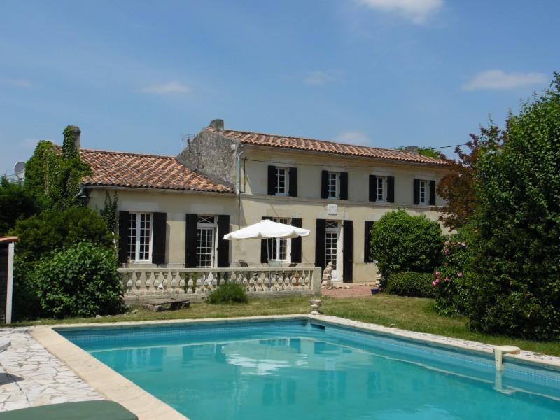 Maison vendre en aquitaine gironde blaye grande maison de campagne avec g - Rever d une grande maison ...
