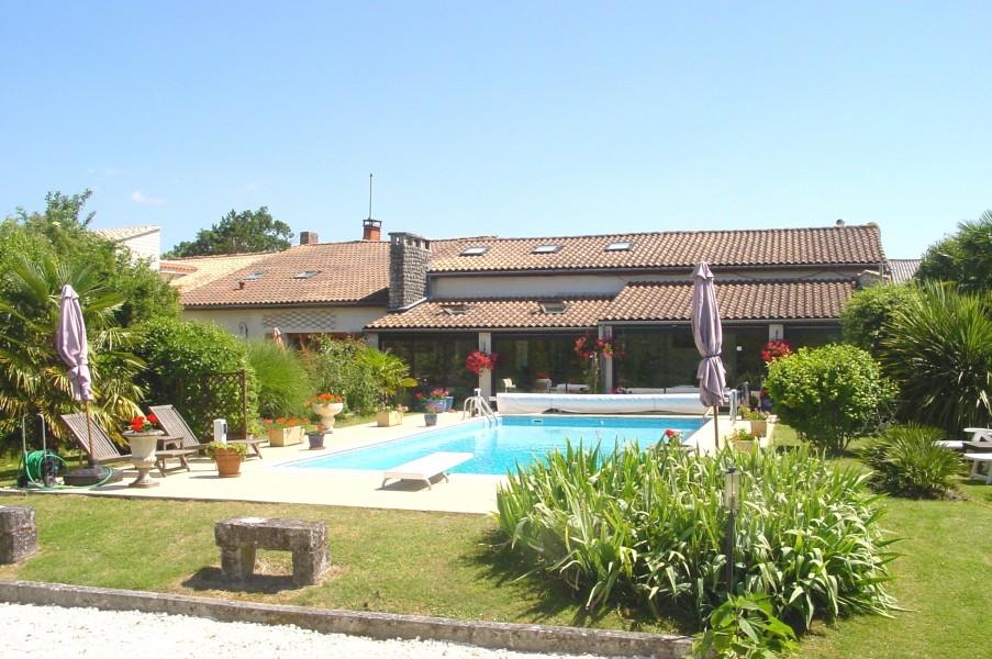 Maison à vendre à MIRAMBEAU(17150) - Charente Maritime