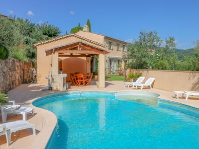 Beautiful 5 bedroom villa with views and pool situated within walking distance of Seillans