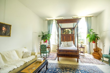 Charming mini Chateau with 6 bedrooms wonderful period reception rooms, garden with room for a pool on the edge of Albi